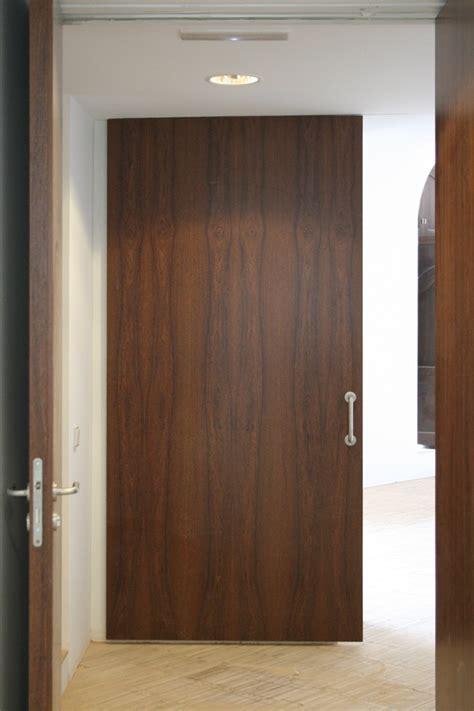 Interior Doors Sydney Puerta Corredera De Suelo A Techo En Madera De Sucupira Gu 237 A Superior Oculta