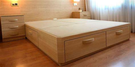 cama con cajones abajo canap 233 de madera con cajones muebles qu 233 idea