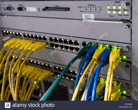 Switch Kabel Lan computer netzwerk router switch mit lan kabel stockfoto bild 93931452 alamy