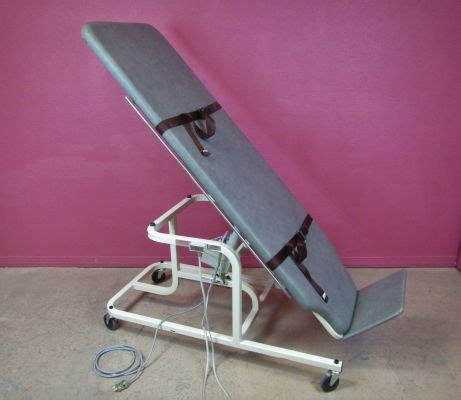 physical therapy table used used midland 7195e electric physical therapy table se de