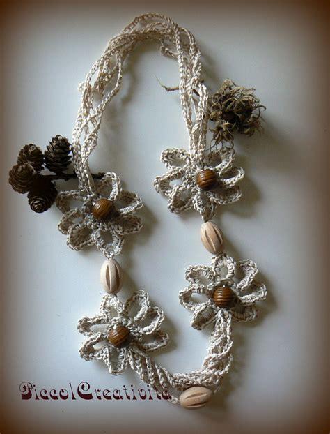 collana fiori uncinetto collana con fiori ad uncinetto e perle legno crochet