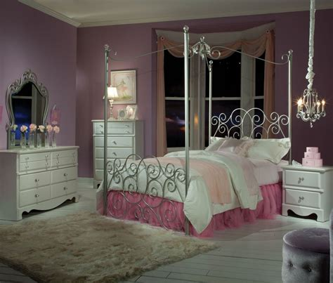 Princess Bed Canopy Lovely Princess Bed Canopy With White Fur Rug