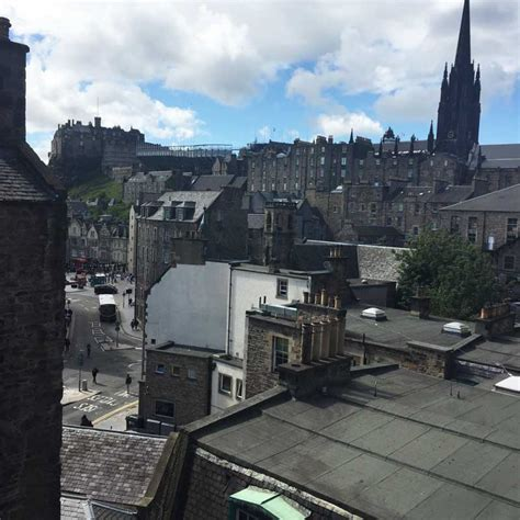 appartment edinburgh edinburgh castle view hostel apartment edinburgh hostels