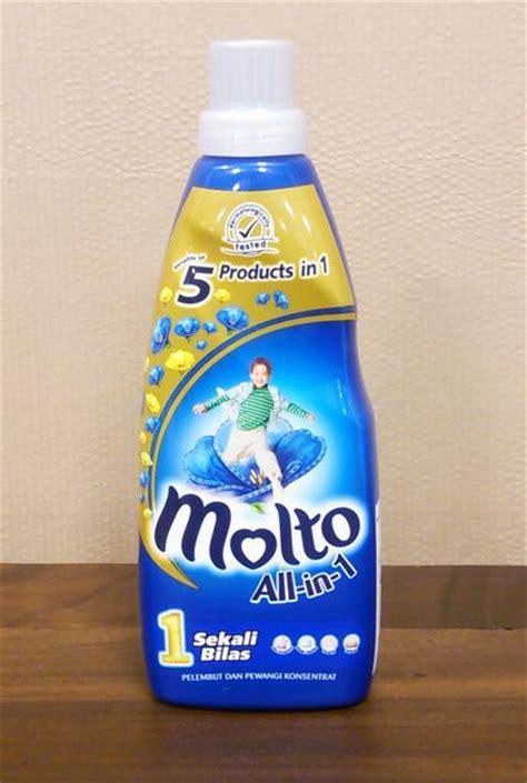 Molto 800ml 楽天市場 超特価 インドネシア バリ島の柔軟剤 molto ultra モルトウルトラ 1 2濃縮タイプ 800mlボトルblue 02 ブルー 5in1 部屋干しにオススメ bali