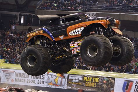 monster mutt truck videos rod schmidt lets the new monster mutt rottweiler off its