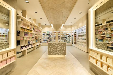 Lipstik Shop cosmetics 187 retail design