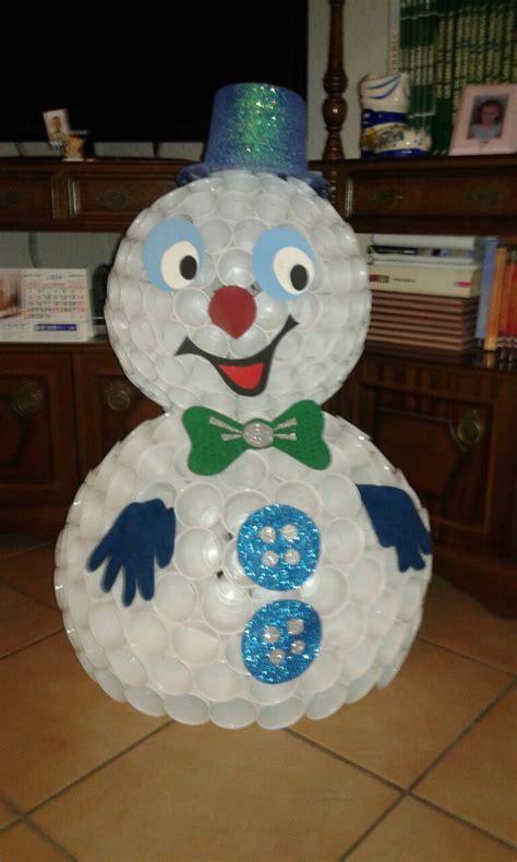 mueco de nieve con pocos vasos de plastico manualidades haz tu mu 209 eco de nieve con vasos de pl 193 stico