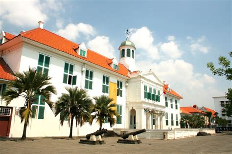 Patung Dewa Tua Ya Pe Dan Da Ya Pe Fiber kota tua jakarta wisata untuk pecinta fotografi dan sejarah