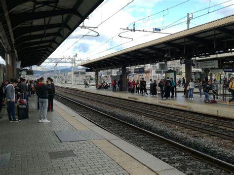 trenitalia in caso di sciopero aggressioni in treno dopo il caso di prato sindacati
