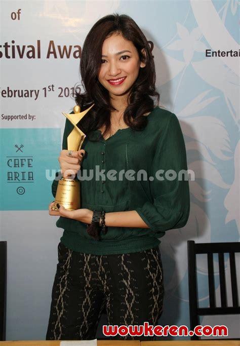 zhia dress agni ori foto agni pratistha dengan trophy asia model awards