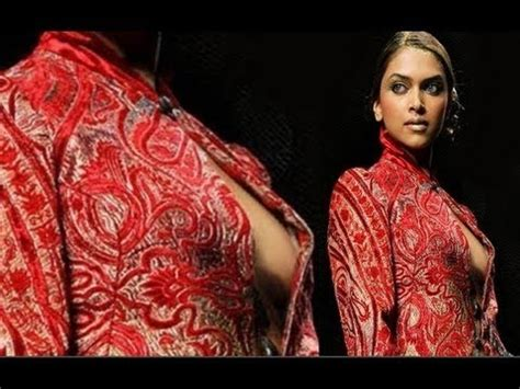Deepika Padukone Wardrobe by Deepika Padukone Nip Slip Cleavage Wardrobe