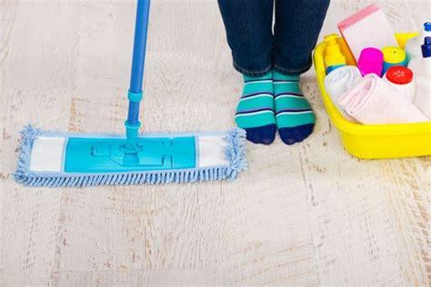 laminat wischen ohne streifen laminatboden pflegen 3 bew 228 hrte tipps ratgeberzentrale