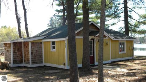 Cottages Traverse City Mi by Indian Lake Cabins And Cottages