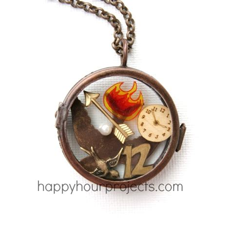 hunger games berries diy necklace diy hunger locket happy hour projects