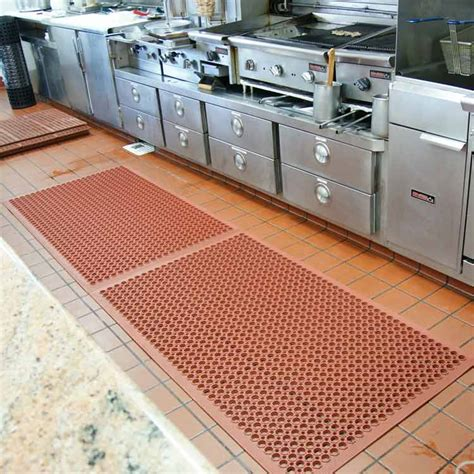 Restaurant Kitchen Mats by How Can A Restaurant Mat Promote Safety And Comfort Among