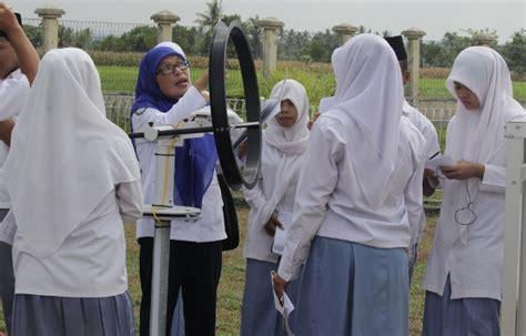 Seragam Sekolah Madrasah konveksi seragam madrasah aliyah konveksi seragam sekolah terlengkapkonveksi seragam sekolah