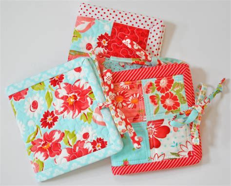 Patchwork Gifts - last minute gift tutorial patchwork tea mat with inside