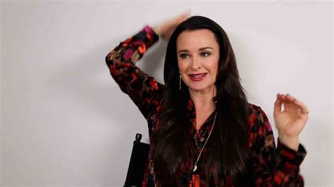 does kyle richards have hair extensions does kyle richards wear hair extensions kyle richards