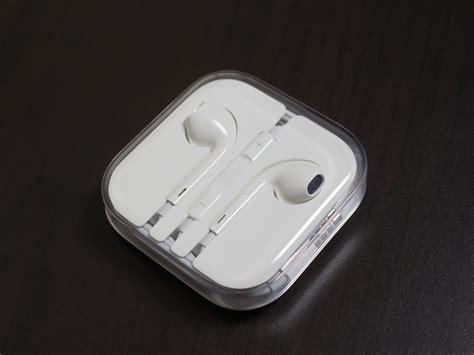 iphone earpods file earpods jpg wikimedia commons