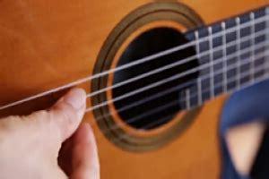 tutorial main gitar pemula belajar 15 kunci gitar dasar dan latihan strumming untuk