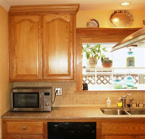 what color countertops with honey oak cabinets 24 best images about kitchen on pinterest oak cabinets
