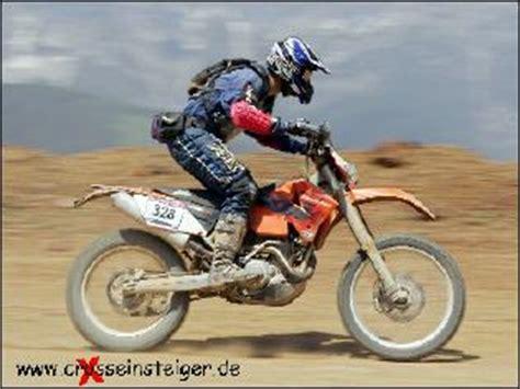 Motorrad Fahren Tricks by Fahren Im Stehen