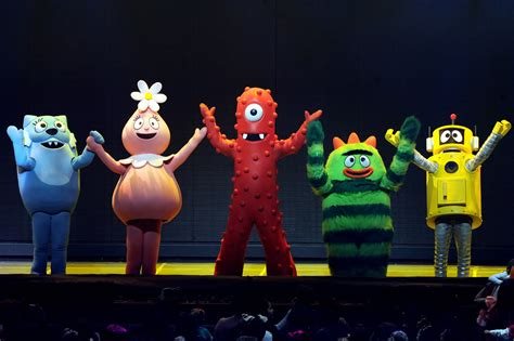 gabba gabba live kia presents yo gabba gabba live there s a in my