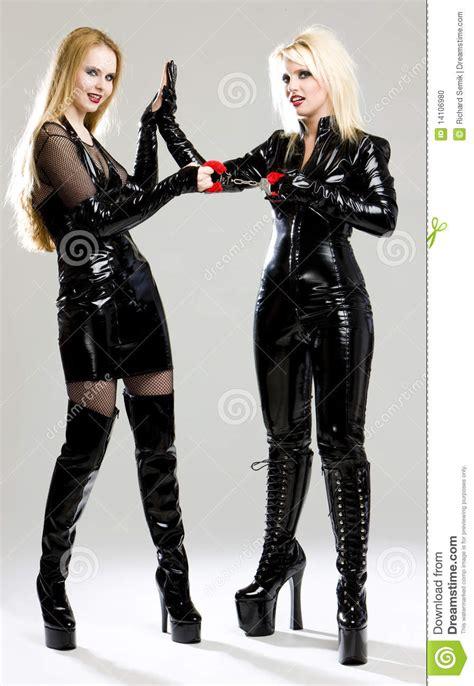 imagenes de latex poringa mulheres no l 225 tex foto de stock imagem 14106980