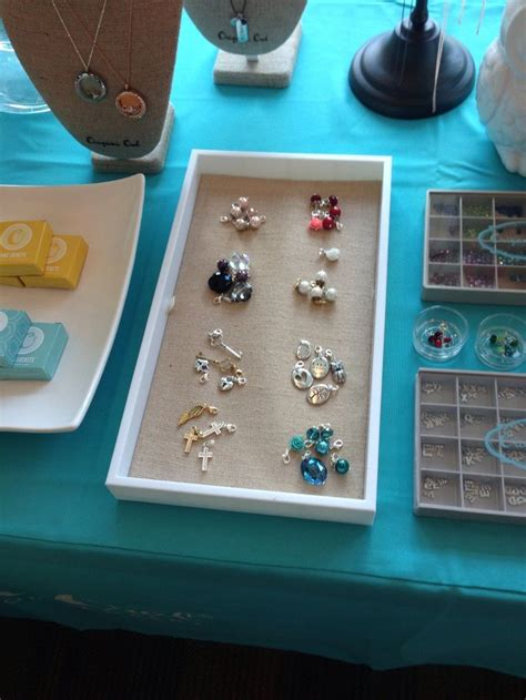 Origami Owl Jewelry Bar Ideas - dangles together according to color such a