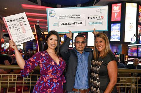 staten island man claims winning  million powerball ticket  york daily news