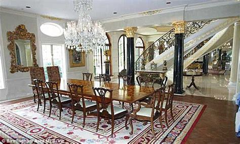 Broyhill Dining Room Set America S Largest Available Mansion That Has Guitar
