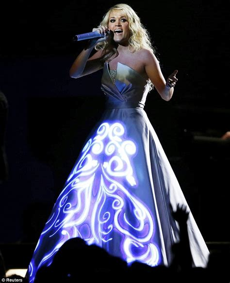 Dress That Lights Up by Carrie Underwood S Dress Lights Up The Grammy Awards 2013