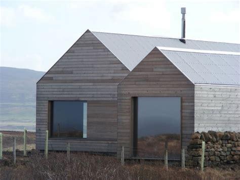 moderne architektur satteldach schottisches satteldach haus aus holz verbindet tradition