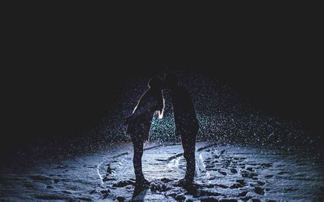 rain couple wallpaper hd romantic couple in rain hd images hd wallpapers images