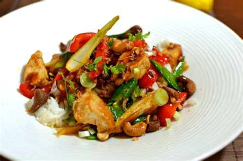 cuisine thailandaise poulet poulet tha 239 saut 233 aux noix de cajou la recette facile et
