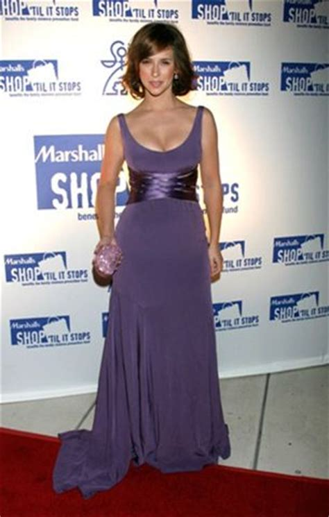 jennifer love hewitt celebrities with pear shape body 17 best images about pear shaped body dresses on pinterest