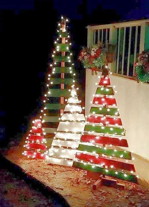 como decorar un jardin de navidad decoraci 243 n de navidad para jardines y patios 40 fotos e ideas