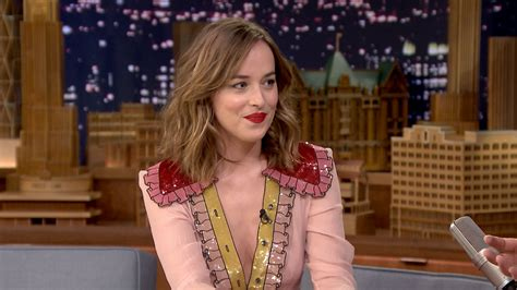 dakota johnson wallpapers images  pictures backgrounds