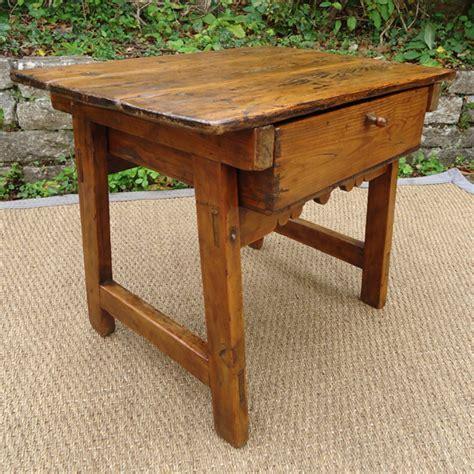 table basse en pin origine montagnarde