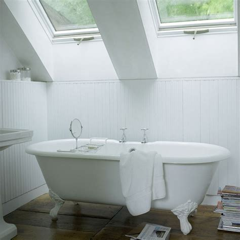 White Bath Small White Bathroom Small Bathroom Design Ideas