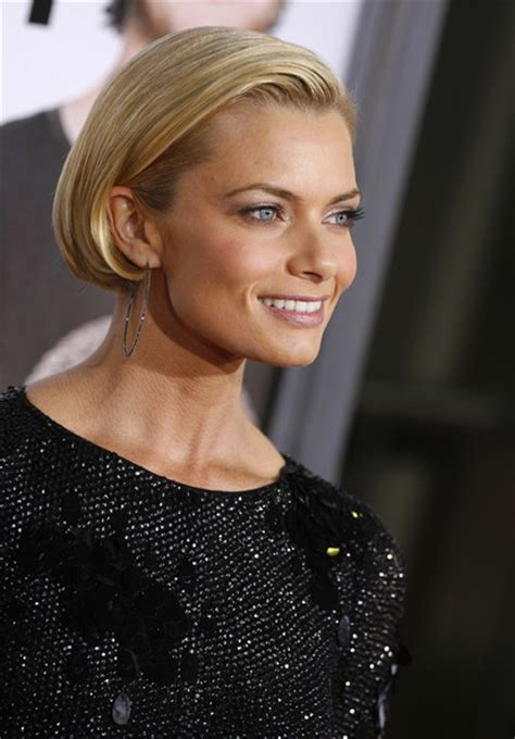 jaime pressly s chic short bob with the sides tucked back more pics of jaime pressly bob 1 of 7 short hairstyles