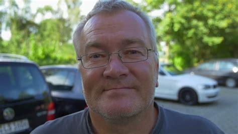 Len 50 60 Jahre by Mann L 228 Cheln Blick In Die Kamera Rm 227 774