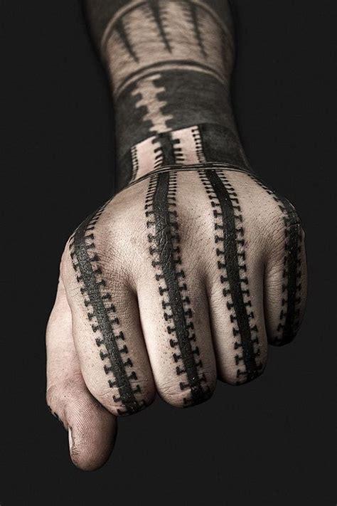 tattoo am finger verschwindet 1001 ideen f 252 r blackwork tattoo zum genie 223 en