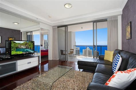 Cheap 3 Bedroom Apartments Surfers Paradise by Cheap 2 Bed Apartment Chevron Renaissance Homeaway