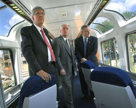 Saklar Sen Lu 3 Carshow sen durbin shows refurbished rail car in high speed push local news pantagraph