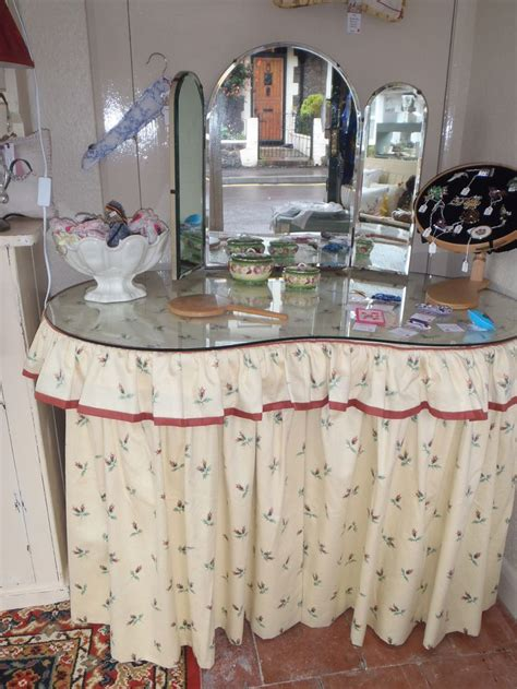 how to a dressing table skirt 78 best images about 1950s moderne bedroom on