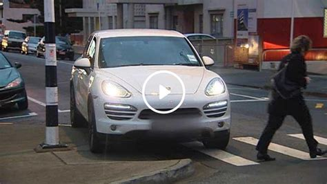 Woman blocks Wellington pedestrian crossing with Porsche for coffee stop ( video)   1 NEWS NOW