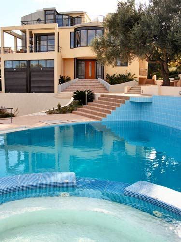 villa near the for rent with 5 bedrooms in chania