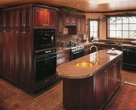 mahogany wood kitchen cabinets 1000 ideas about cherry wood kitchens on pinterest