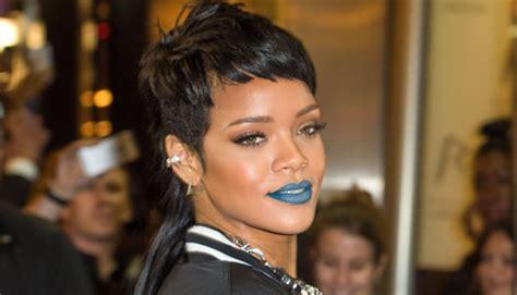 mullet lips youtube rihanna wearing blue lipstick bright lipsticks celebs